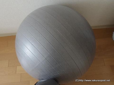 オフィスチェア代わりのバランスボール