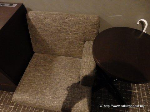椅子とミニテーブル